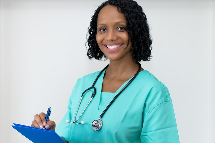 woman in clinic wear with a clip board